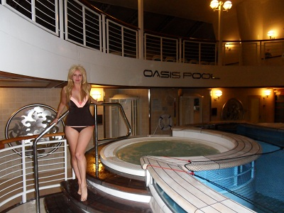 Jacuzzi at the Oasis pool